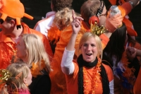 Foto de Wearing the proper Queen's Day outfit - Netherlands