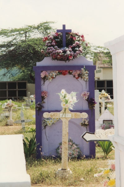 Send picture of Grave on a Curacao cemetery from Netherlands Antilles as a free postcard