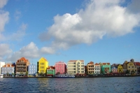 Foto de Colorful waterfront houses in Willemstad, Curacao - Netherlands Antilles