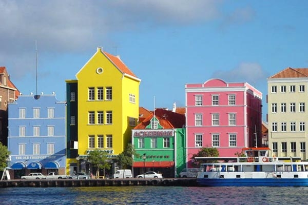 Send picture of Houses on the waterfront in Curacao from Netherlands Antilles as a free postcard