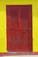 Foto di The bright colors of a Curacao house - Netherlands Antilles
