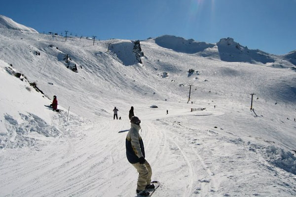Send picture of Snowboarding at Cadrona skifield, Wanaka, Central South Island from New Zealand as a free postcard