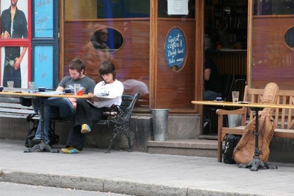 Spedire foto di Café in Oslo di Norvegia come cartolina postale elettronica