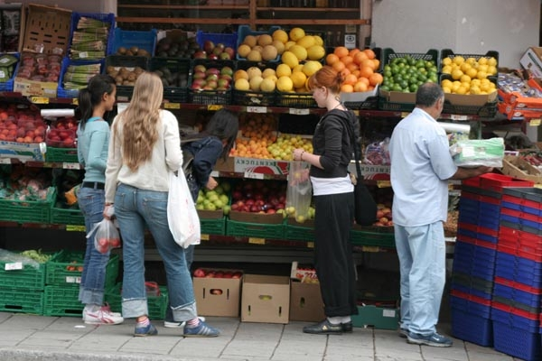 Send picture of Fruit and vegetable shop in Oslo from Norway as a free postcard