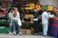 Photo de Fruit and vegetable shop in Oslo - Norway