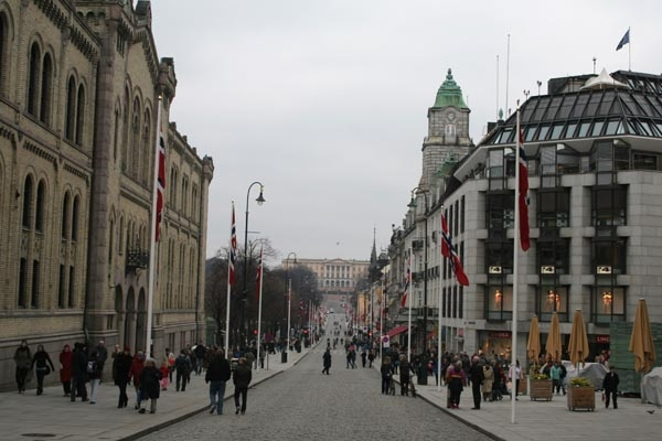 Send picture of Oslo street at dusk from Norway as a free postcard