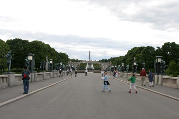 Send picture of Street in Vigeland Park from Norway as a free postcard
