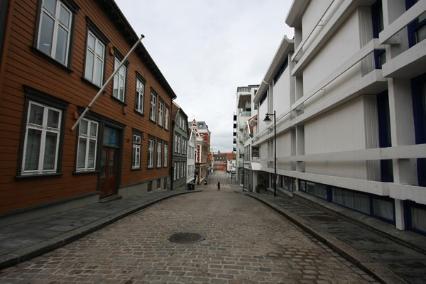 Send picture of A street in Stavanger from Norway as a free postcard