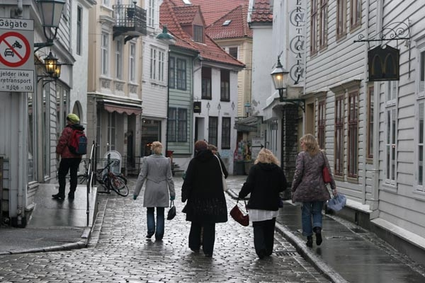 Send picture of Street in Bergen from Norway as a free postcard