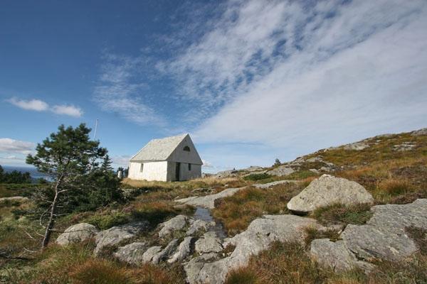 Stuur foto van Small house near Bergen van Noorwegen als een gratis kaart