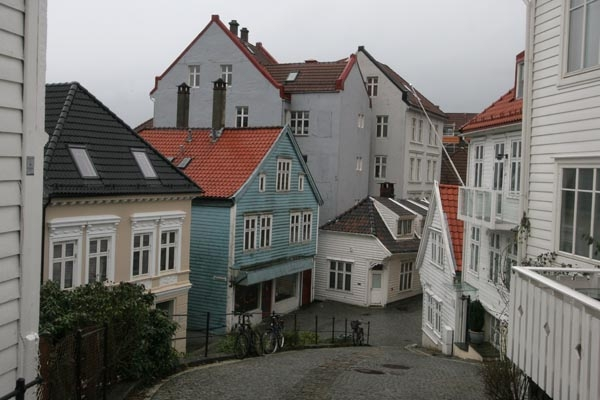 Stuur foto van Norwegian houses typical for Bergen van Noorwegen als een gratis kaart