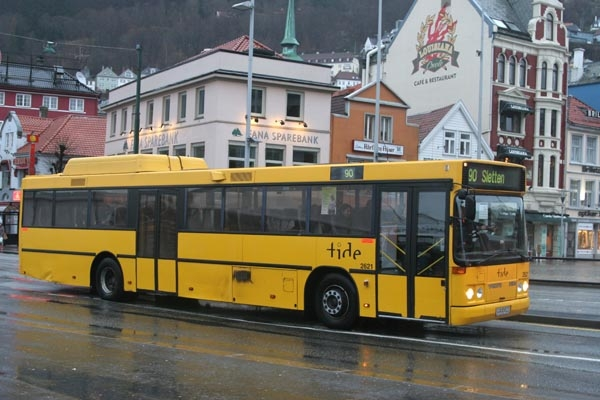 Send picture of Norwegian bus from Norway as a free postcard