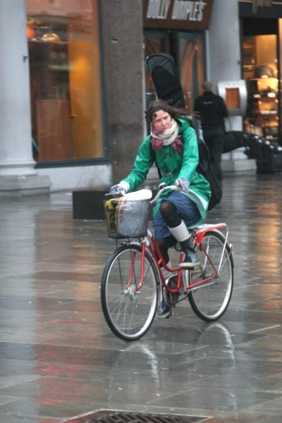 Spedire foto di Cycling in the rain di Norvegia come cartolina postale elettronica