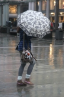 Foto van Girl with umbrella in Bergen - Norway