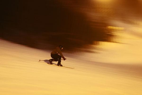 Enviar foto de Telemark skier at Tryvann Vinterpark near Oslo de Noruega como tarjeta postal eletrónica
