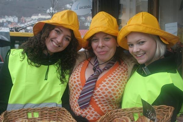 Stuur foto van Women working in a rain clothes shop van Noorwegen als een gratis kaart