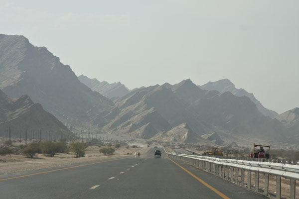 Send picture of Road linking Muscat to Qurayat from Oman as a free postcard