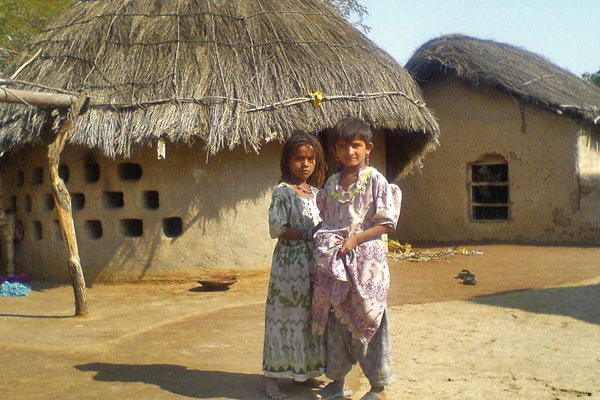 Stuur foto van Girls in Kasbo village van Pakistan als een gratis kaart