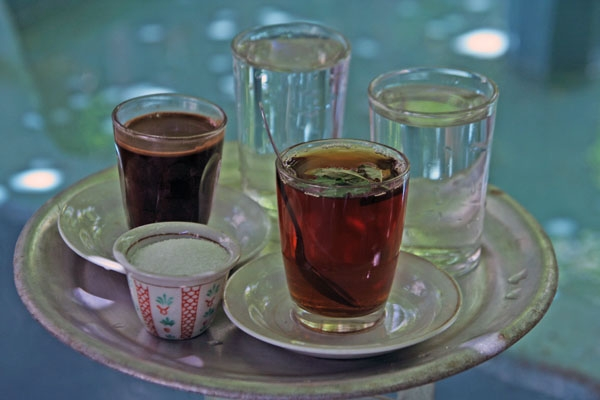 Envoyer photo de Mint tea and strong coffee, as served in Palestine de Palestine comme carte postale électronique