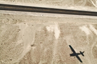 Foto van Pan-American highway and the shadow of a Cessna flying over it - Peru