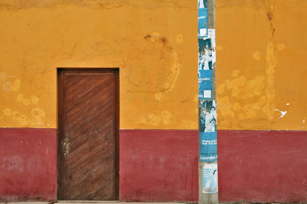 Colorful building in Nazca