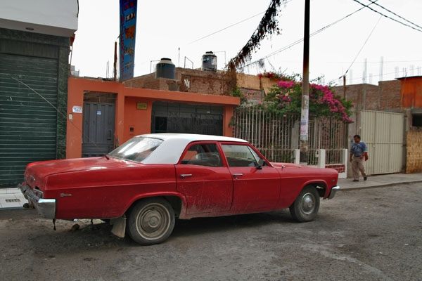 One of the many big, old American cars you see in Peru