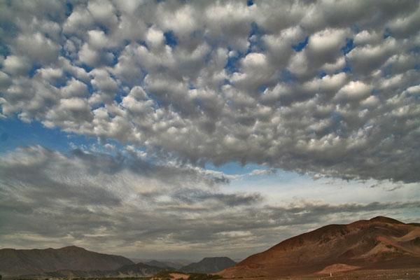 Enviar foto de Clouds over Chauchilla cemetery de Perú como tarjeta postal eletrónica