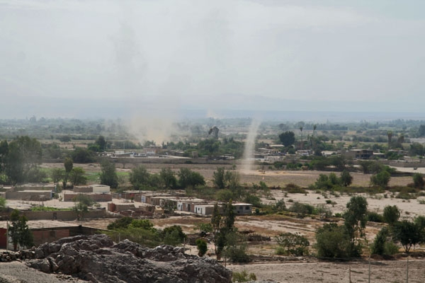 Stuur foto van Small tornados in southern Peru van Peru als een gratis kaart