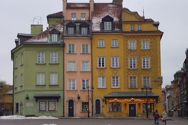 Envoyer photo de Colorful building in Warsaw  de Pologne comme carte postale &eacute;lectronique