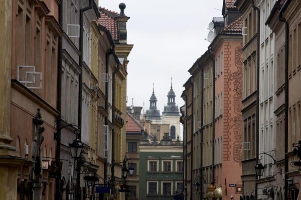Send picture of Warsaw apartment buildings from Poland as a free postcard