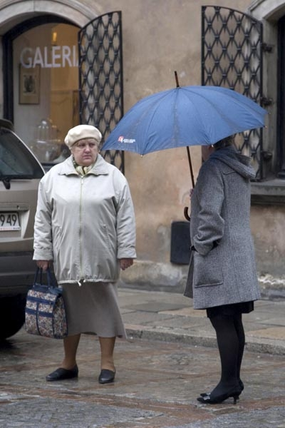 Send picture of Women on a rainy street in Warsaw from Poland as a free postcard