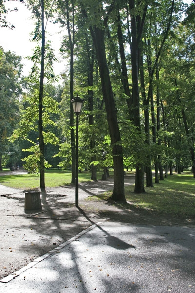 Send picture of Park in Warsaw on a sunny day from Poland as a free postcard