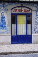 Photo de An old shop facade in Lisbon - Portugal
