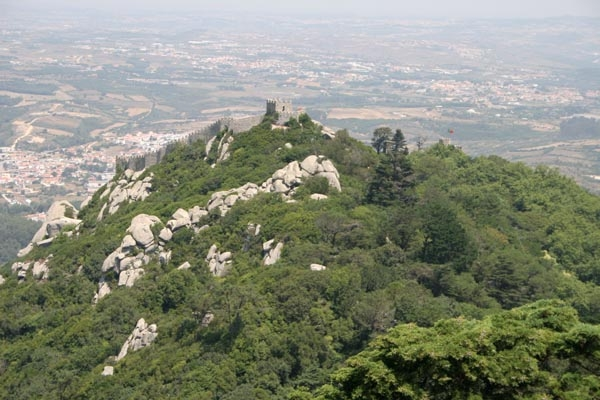 Stuur foto van View over the beautifully located Moorish Castle van Portugal als een gratis kaart