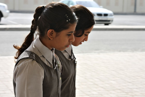 Envoyer photo de School girls in Qatar de Qatar comme carte postale électronique
