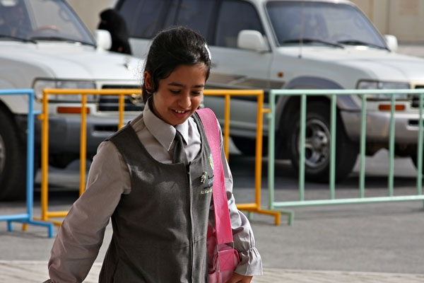 Send picture of Qatari school girl from Qatar as a free postcard