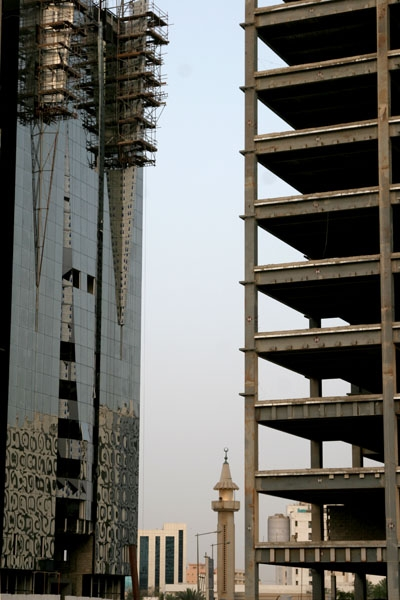 Send picture of Construction site, minaret and modern architecture in Doha from Qatar as a free postcard