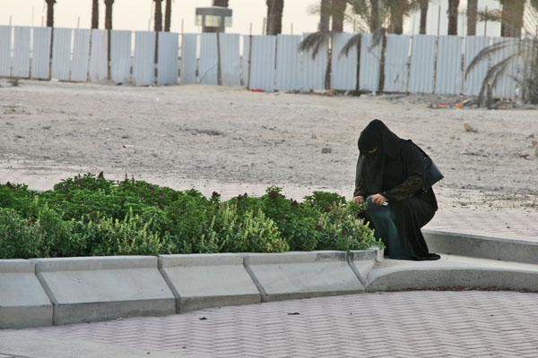 Send picture of Woman doing garden work in Doha from Qatar as a free postcard