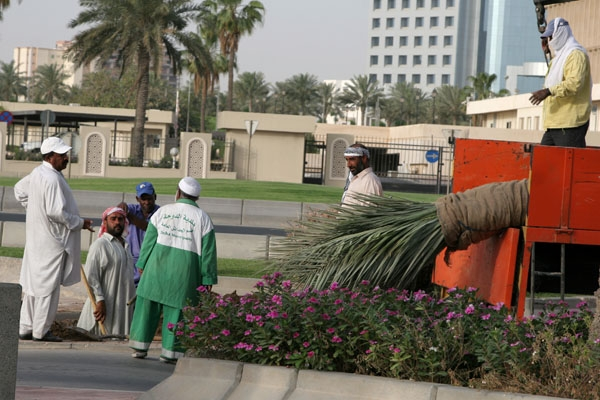 Send picture of Men working maintaining a park in Doha from Qatar as a free postcard