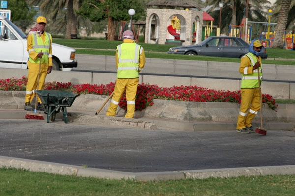 Send picture of Men maintaining a Doha park from Qatar as a free postcard