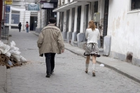 Photo de Man and woman in a Bucharest street - Romania