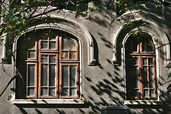 Send picture of Sun and shadows playing on a wall in Bucharest from Romania as a free postcard