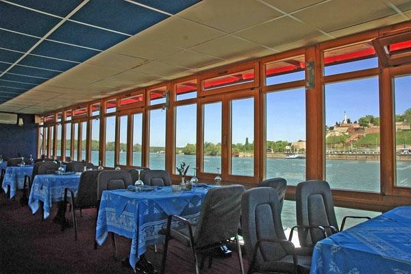 Stuur foto van Boat restaurant in Serbia van Servië als een gratis kaart