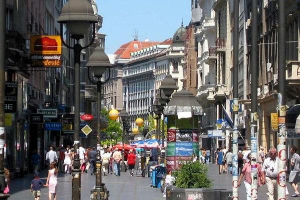Spedire foto di Kneza Mihaila street in Belgrade di Serbia come cartolina postale elettronica
