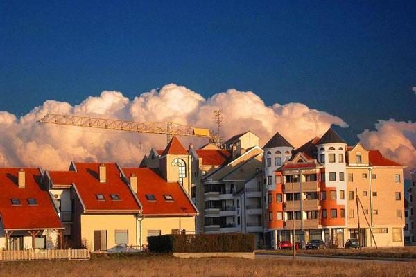 Stuur foto van Buildings in Vrsac van Servië als een gratis kaart