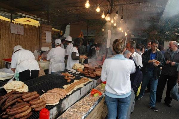 Envoyer photo de Food stand at the Vintage Festival in Vrsac  de Serbie comme carte postale électronique