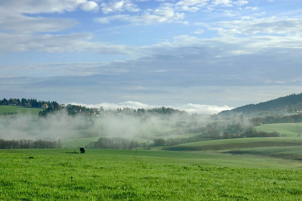 Spedire foto di Fog in the Serbian fields di Serbia come cartolina postale elettronica