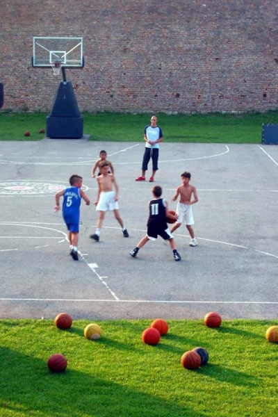 Spedire foto di Kalemegdan fortress has two basketball courts; this one belongs to Club Partizan di Serbia come cartolina postale elettronica