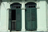 Foto van Windows of a house in old Singapore - Singapore