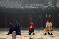 Foto van Gyeongbokgung Palace guards in Seoul - South Korea